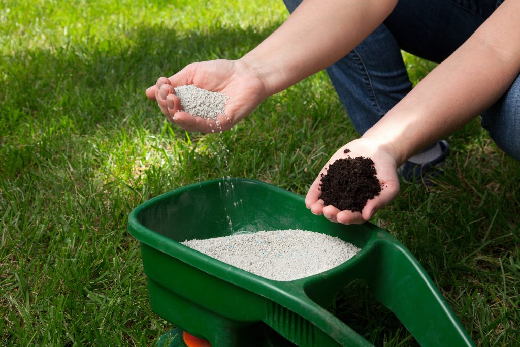 When Do I Stop Fertilizing in the Fall or Winter?